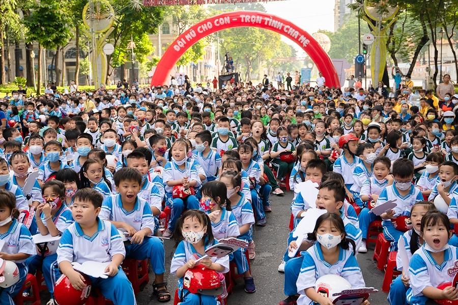 Sự kiện đi bộ vận động toàn dân đội mũ bảo hiểm cho trẻ em năm học 2020 – 2021